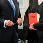 Rechtsanwalt vertritt Mandanten nach einem Autounfall
