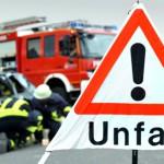 Feuerwehr im Einsatz bei einem Autounfall