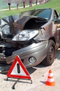 Auto mit Blechschaden nach Unfall im Straßenverkehr