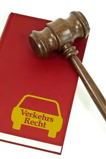 Gesetzbuch für das Verkehrsrecht und Richterhammer